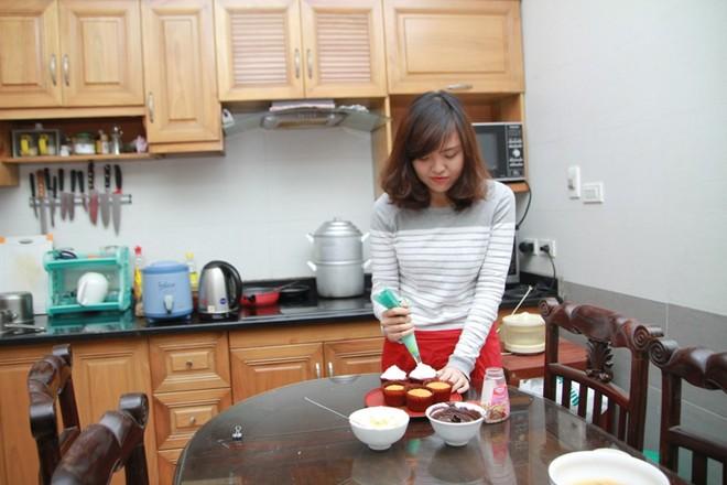 9X bỏ việc ở trời Tây về Việt Nam làm bánh giá rẻ